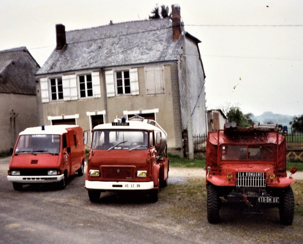 Véhicules de lutte contre l'incendie utilisés actuellement par les sapeurs-pompiers de La Romagne (collection privée, avec l'aimable autorisation de madame Véronique Sené et de monsieur Daniel Sené).