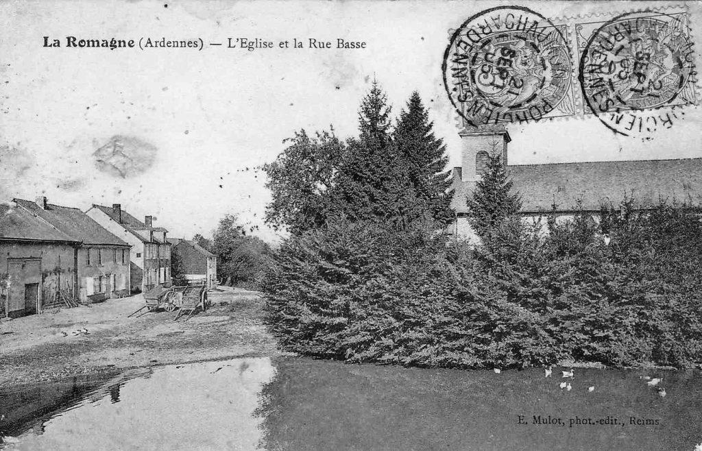 Sur cette carte postale ancienne de l'église et de la rue Basse, il est possible d'apercevoir la maison léguée par Mademoiselle Marie Eugénie Devie.