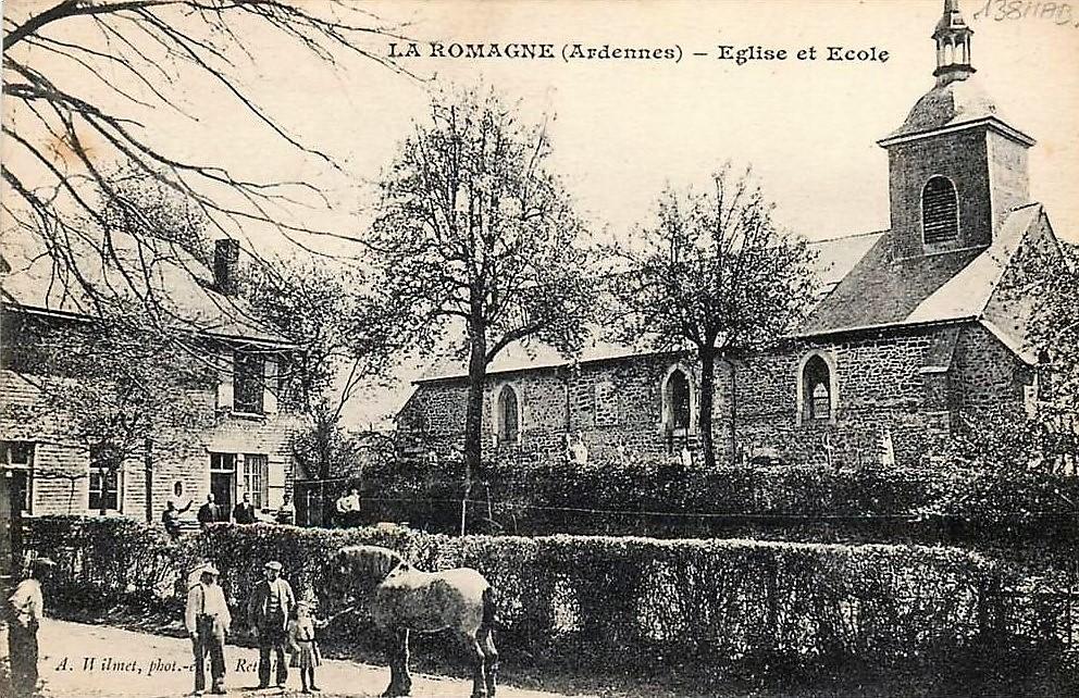 La Romagne (Ardennes), église et école, carte postale ancienne d'Augustin Wilmet, photographe-éditeur à Rethel.