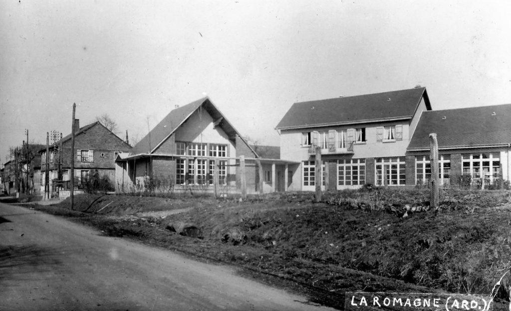 La nouvelle école de La Romagne (inaugurée en 1954) est un lieu lumineux et ouvert sur le village.