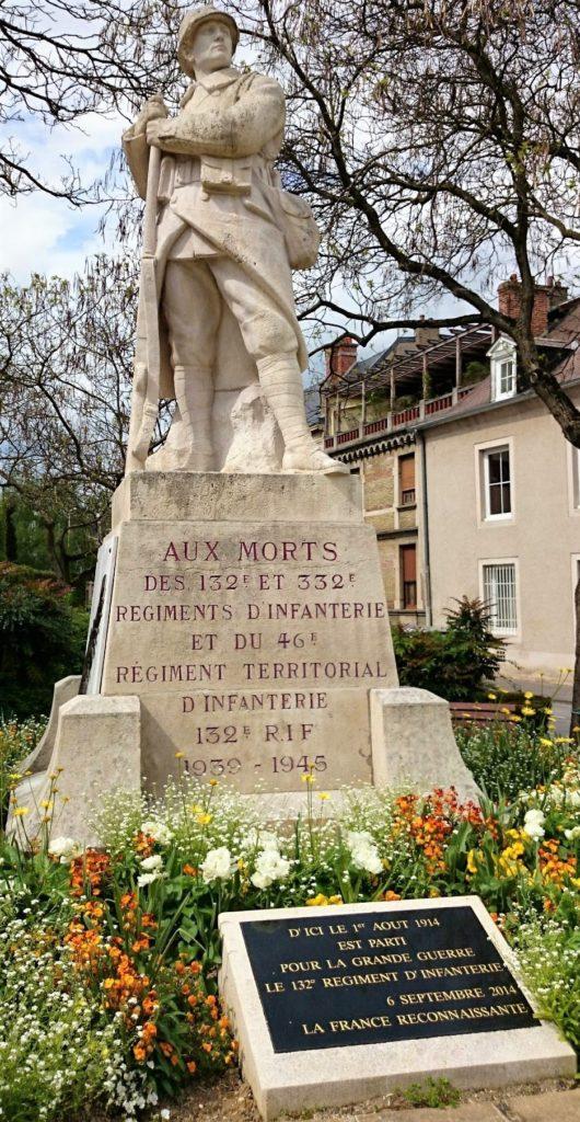 132e régiment d'infanterie (monument aux morts à Reims).