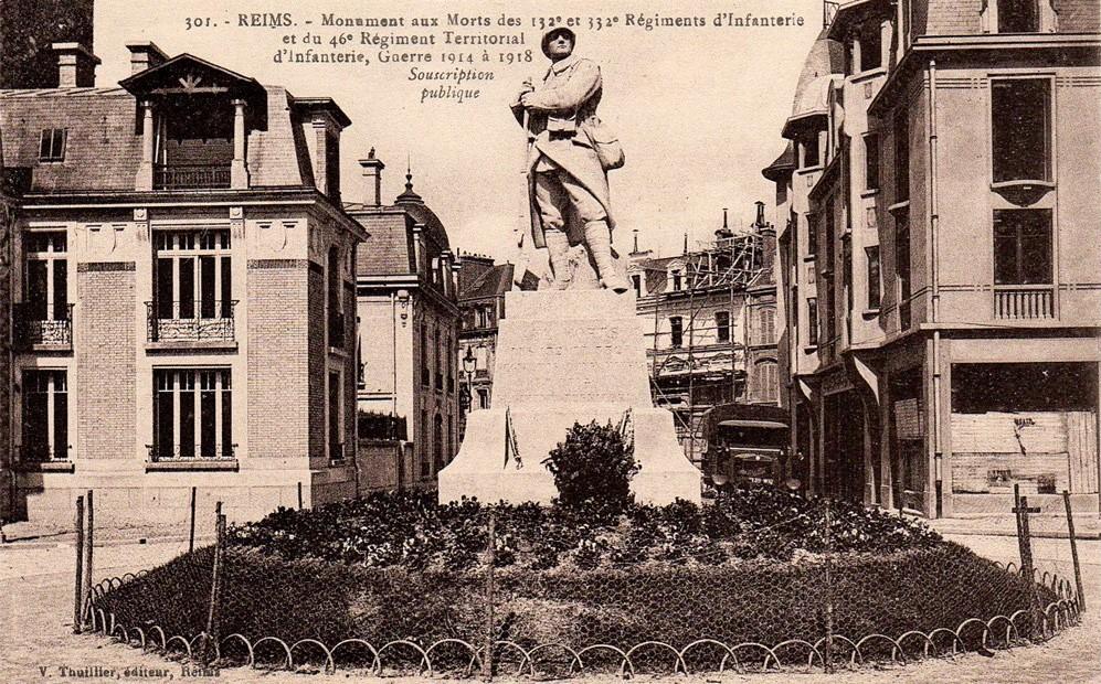 Le monument aux Morts des 132e, 332e et 46e d'infanterie a été transféré en 1933 place-Léon Bourgeois.