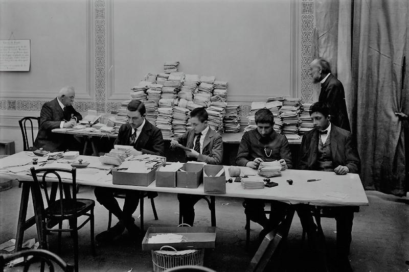 L'Agence internationale des prisonniers de guerre est un service du CICR (Comité international de la Croix-Rouge) fondé en 1914.