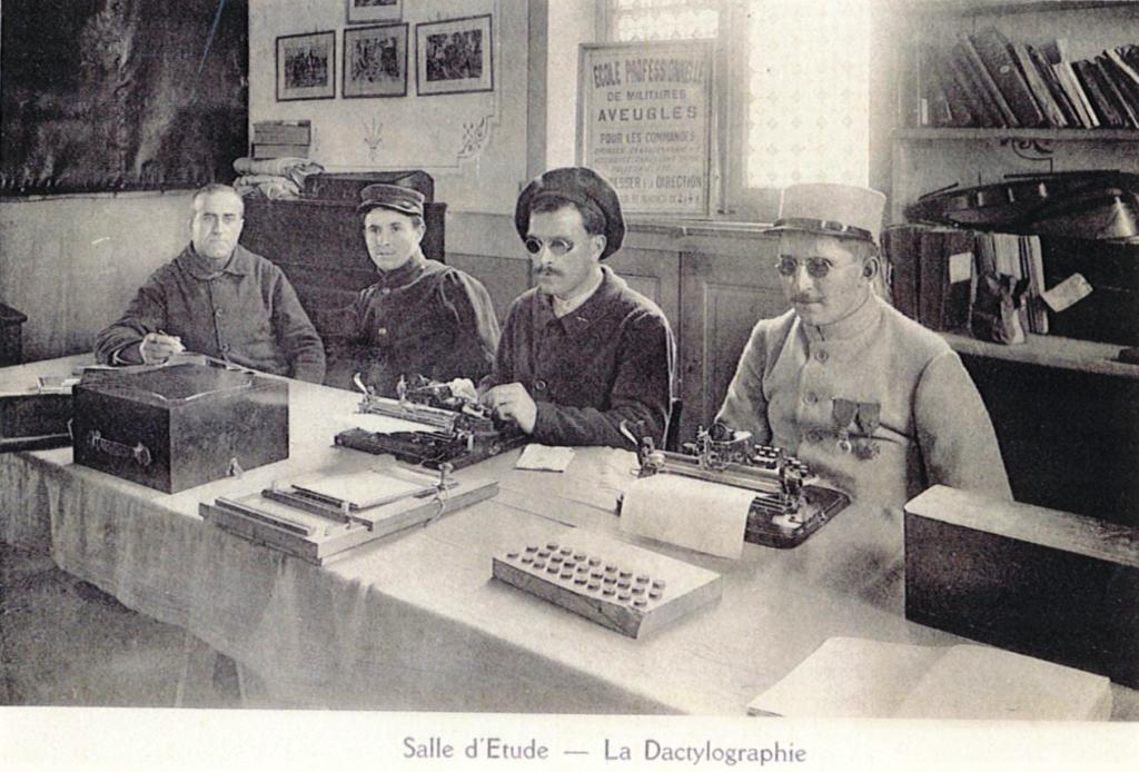 La Fondation des aveugles de guerre reprend l'héritage de l'union créée le 18 décembre 1918 et reconnue d'utilité publique par décret du 9 avril 1921.