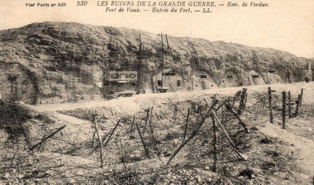 Le fort de Vaux est l'un des hauts lieux de la bataille de Verdun en 1916 (carte postale ancienne).