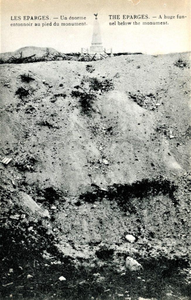 Plus de cent ans après, les entonnoirs résultant d'explosions de mines sont toujours visibles aux Éparges.