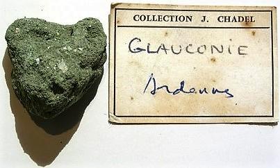La glauconie est composée de minéraux argileux situés entre le groupe des micas et celui des smectites.