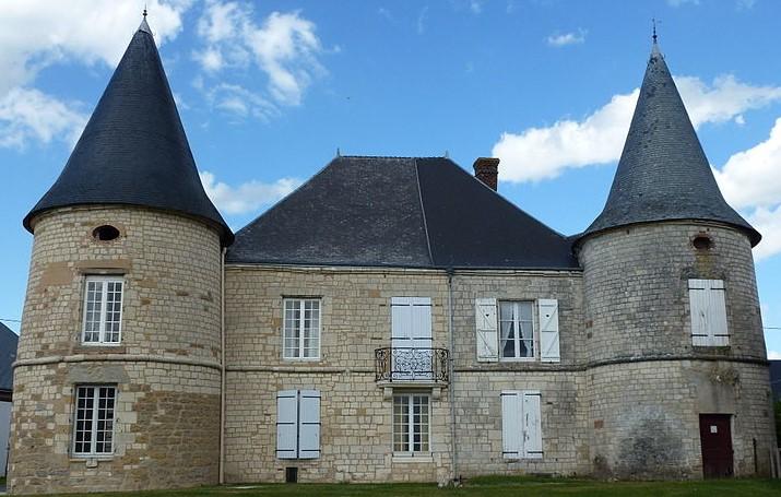 Des deux châteaux édifiés à Séry (Ardennes) avant la Révolution, seul subsiste celui « du haut », situé près de l'église. Il a appartenu à différentes familles (dont les Danois).