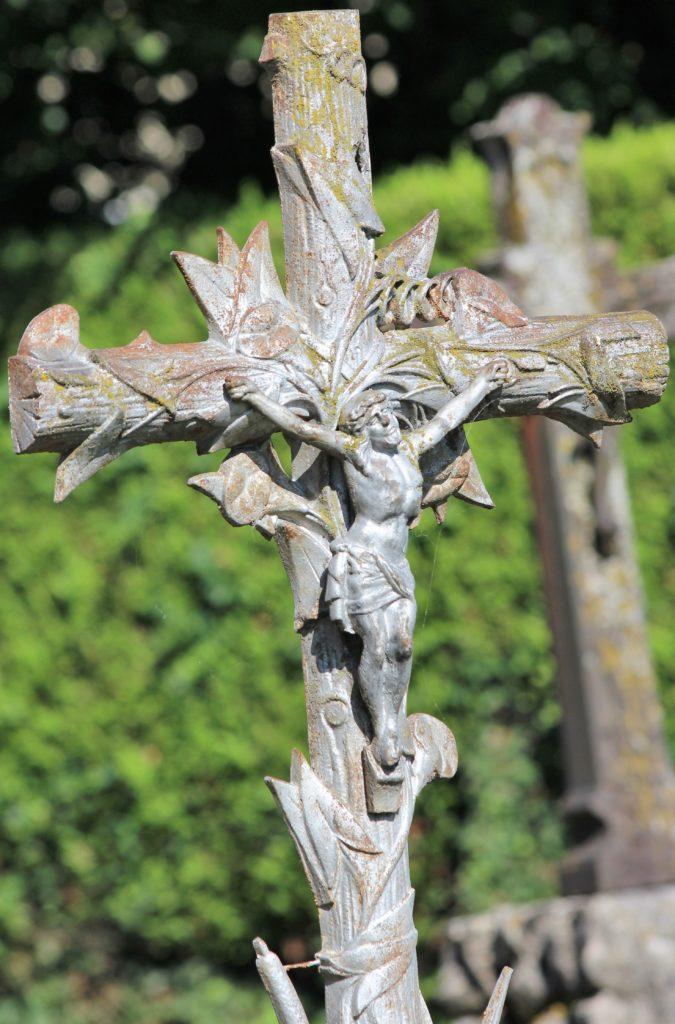 Christ en croix, détail d'un monument funéraire, prise de vue effectuée le dimanche 18 juillet 2021. Crédits photographiques : © 2020 laromagne.info par Marie-Noëlle ESTIEZ BONHOMME.