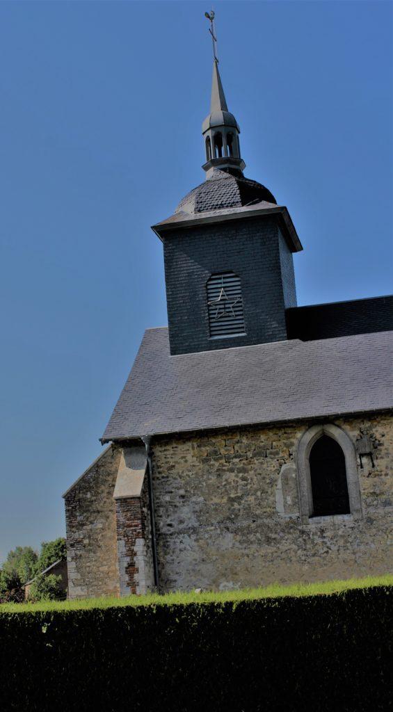 Le clocher sonnait le glas pour signaler à la communauté villageoise le décès de l'un de ses membres, prise de vue effectuée le dimanche 18 juillet 2021. Crédits photographiques : © 2020 laromagne.info par Marie-Noëlle ESTIEZ BONHOMME.