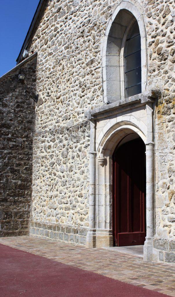 Porche extérieur de l'église, prise de vue effectuée le dimanche 18 juillet 2021. Crédits photographiques : © 2020 laromagne.info par Marie-Noëlle ESTIEZ BONHOMME.